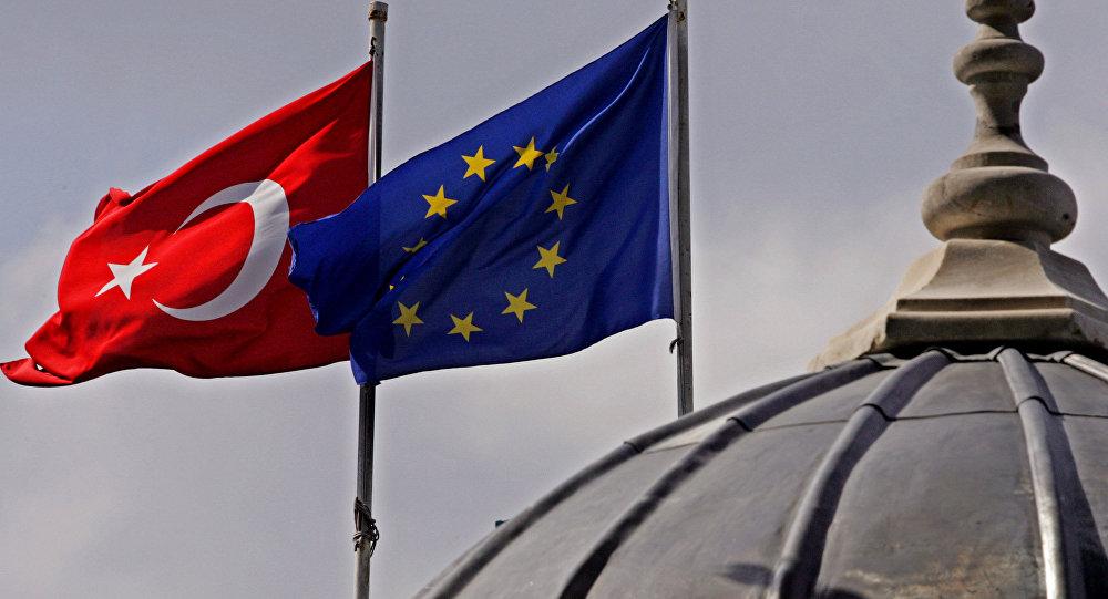 Drapeaux européen et turc