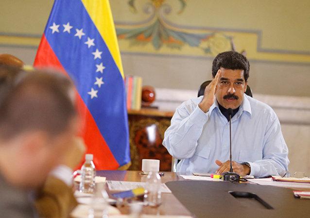 Maduro appelle à boycotter la presse bourgeoise