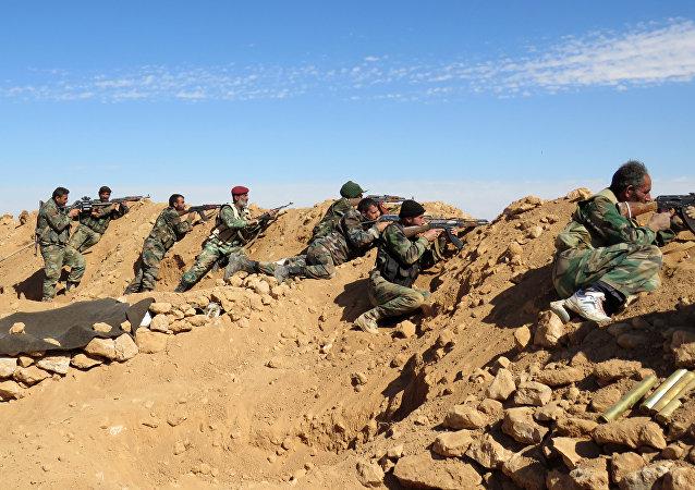 L'armée gouvernementale syrienne aux abords de Raqqa