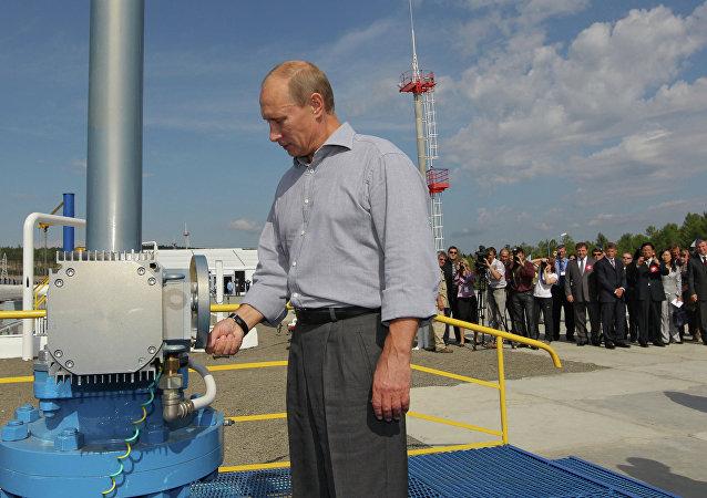 Vladimir Poutine lance la section russe de l'oléoduc russe-chinois en 2010