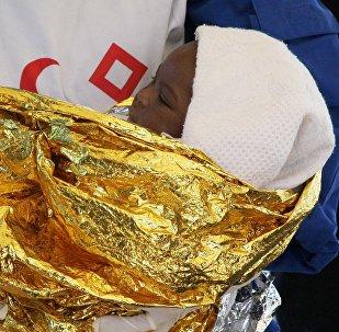 Une petite fille, symbole du drame de l'immigration. Image d'illustration