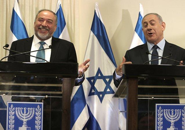 Avigdor Lieberman, nouveau ministre israélien de la Défense et le premier ministre Benjamin Netanyahu