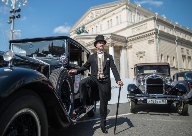 Rallye de voitures anciennes à Moscou