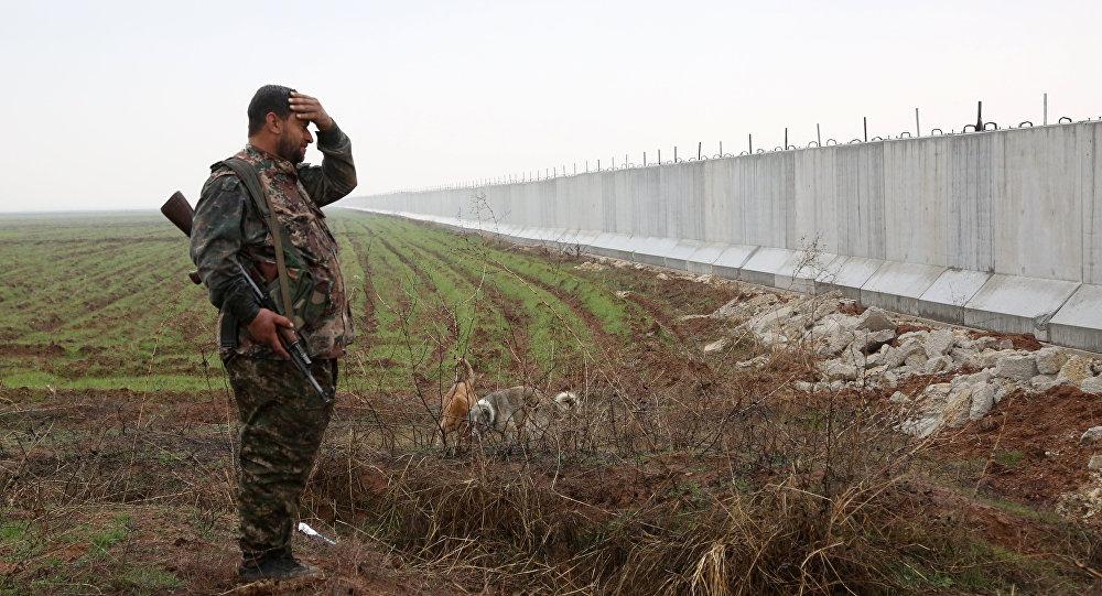 Un combattant des Unités de protection du peuple kurde (YPG)