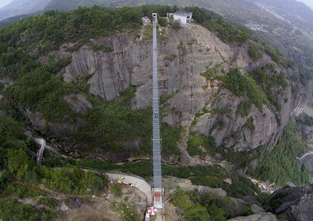 Un pont suspendu en Chine