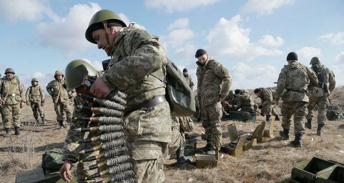 Des soldats ukrainiens lors d'un exercice