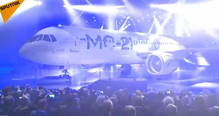 Le nouvel avion de ligne MS-21 présenté en Russie