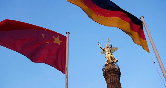 Drapeaux chinois et allemand à Berlin
