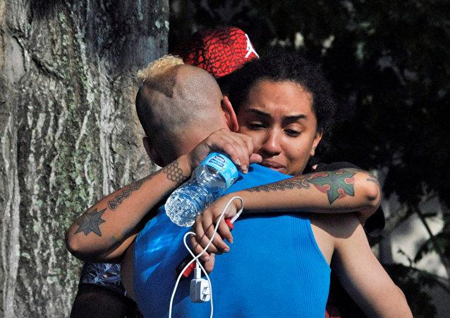 Des amis et membres de famille des victimes de la fusillade à Orlando