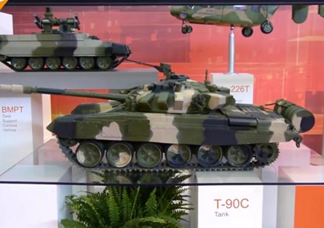 La Russie présente ses dernières créations militaires à Eurosatory: T-90 , BTR-82A, Pantsir-S1