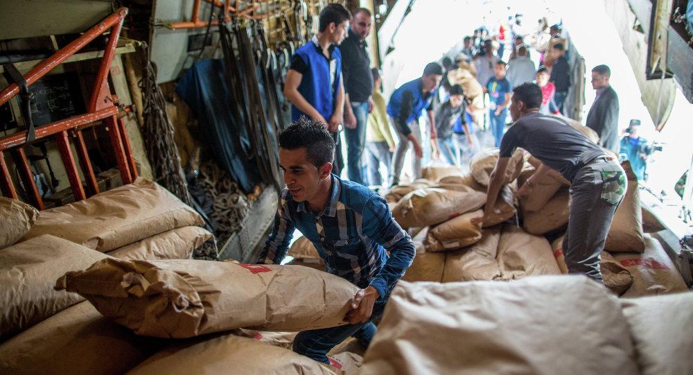 Un avion d'aide humanitaire russe à l'aéroport syrien