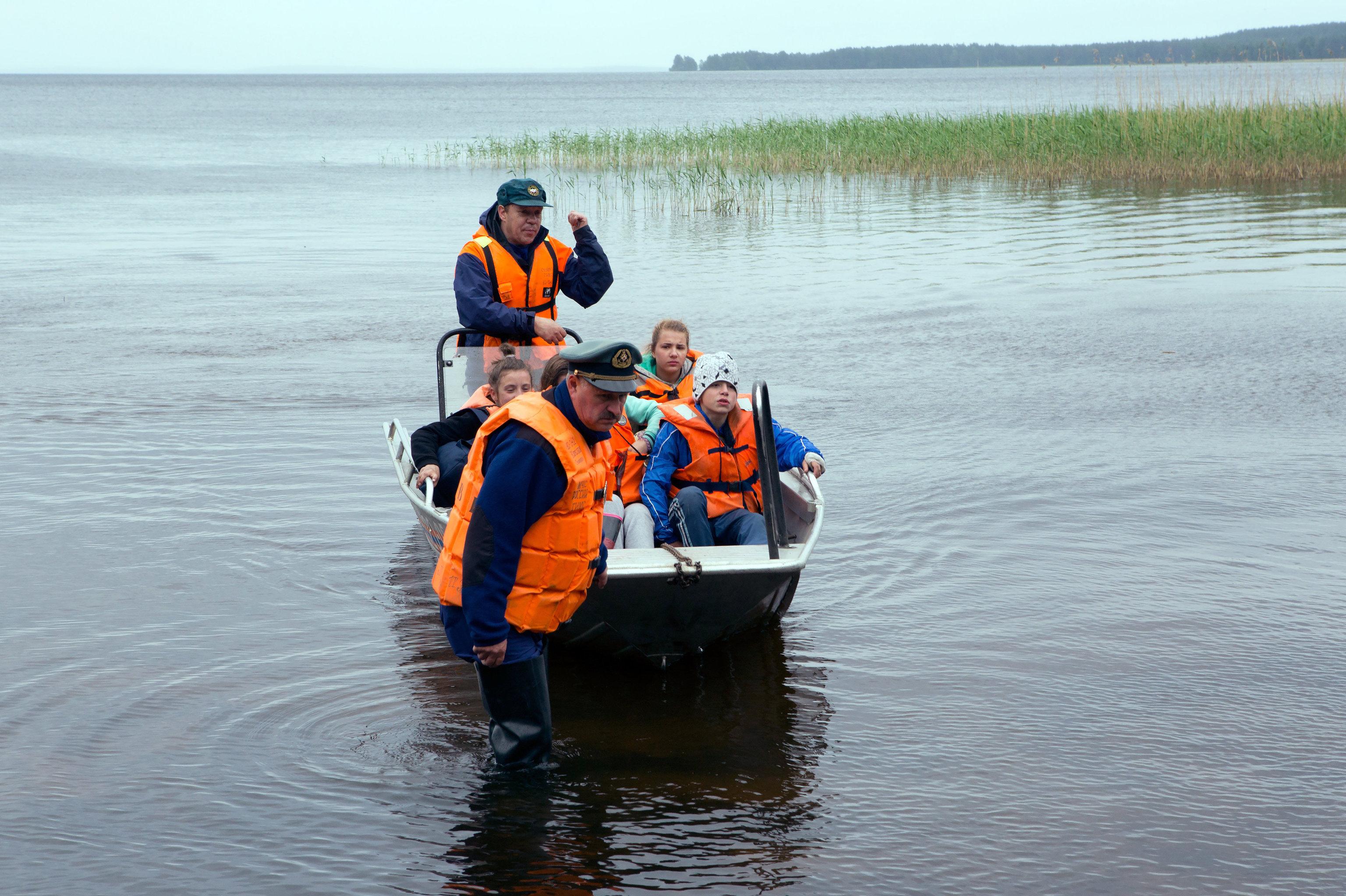 Opération de sauvetage des enfants victimes d'un naufrage en Carélie