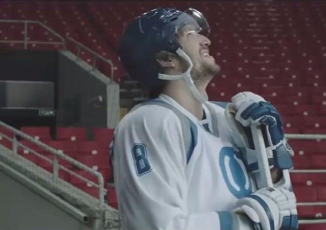 Hockeyeur sur le champ de foot