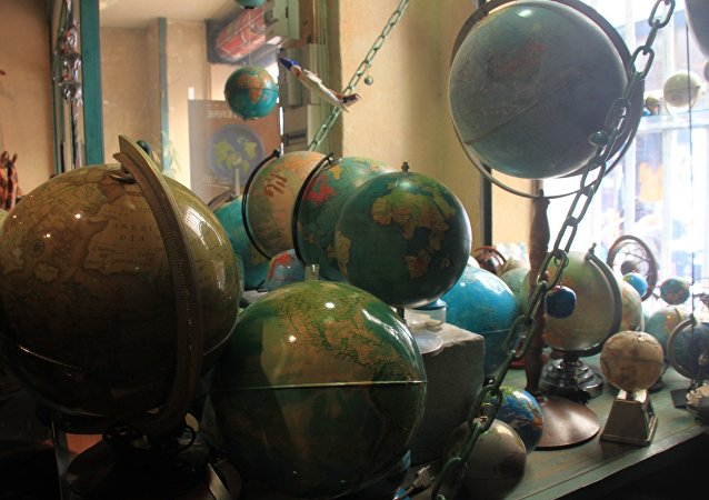 Marseille, globes en boutique. Image d'illustration