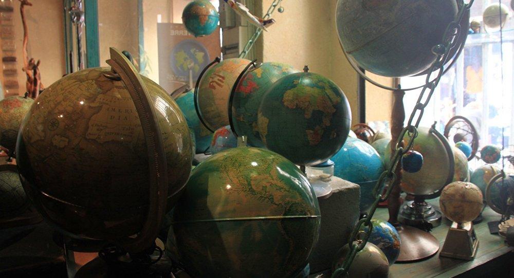 Marseille, globes en boutique. Image d'illustration