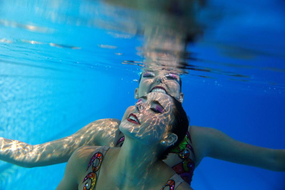 Entraînement de natation synchronisée dans le parc olympique de Rio de Janeiro