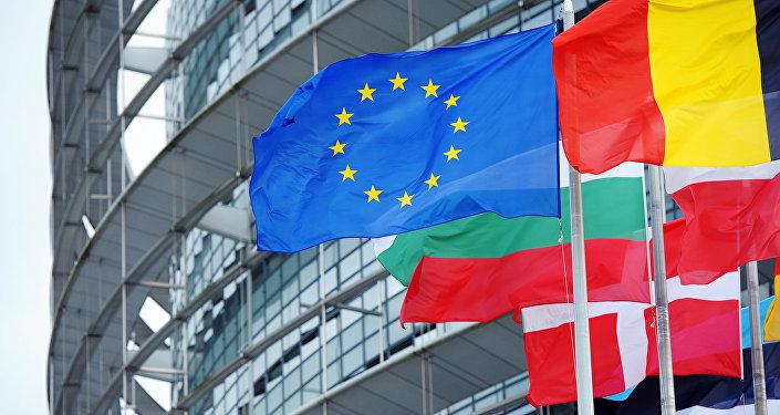 L'UE menace Facebook, Google et Twitter de leur infliger une amende