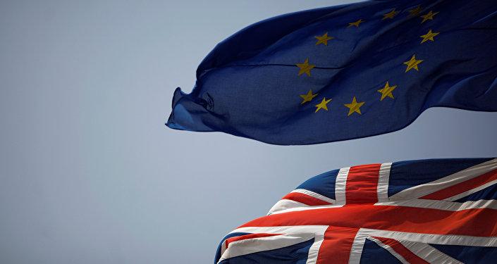 Les drapeaux européen et britannique