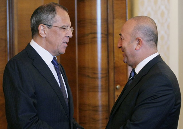 Sergueï Lavrov et Mevlut Cavusoglu