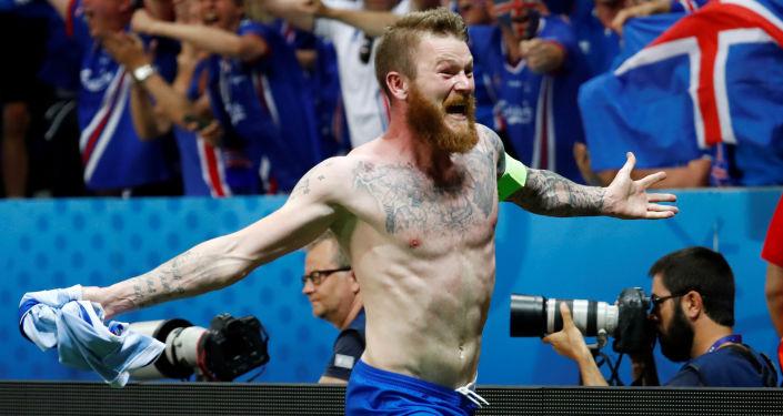 Aron Gunnarsson, capitaine de la sélection islandaise