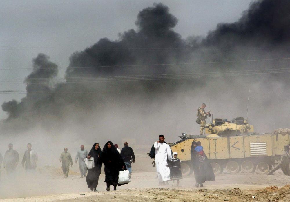 Des Irakiens quittant Bassora.