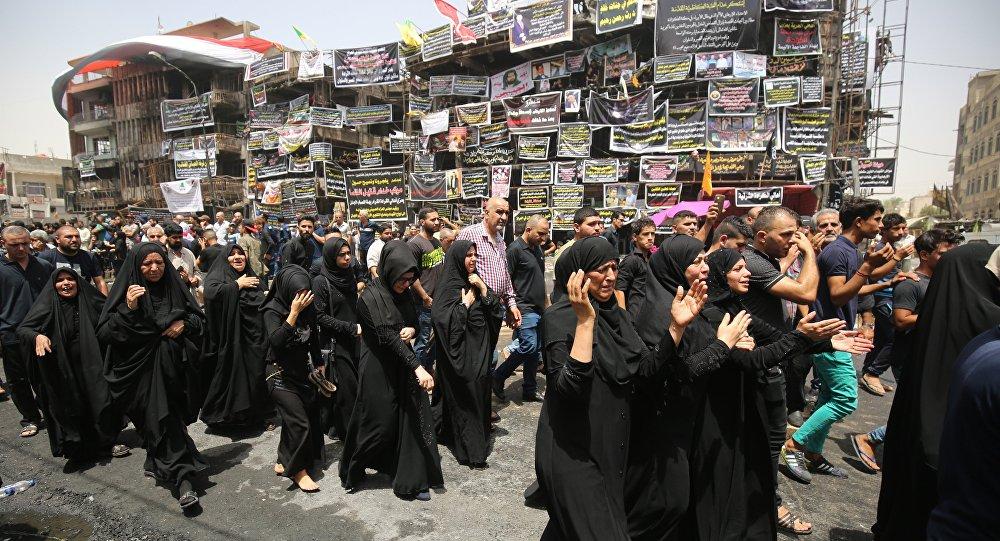 Hommage aux victimes d'un terrible attentat sanglant a frappé l'Irak