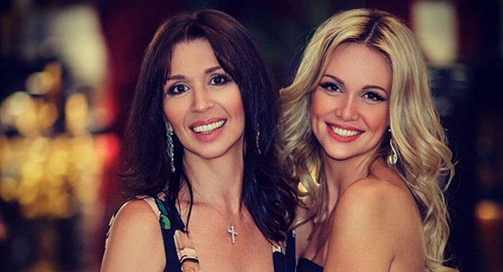 La miss Russie 2003 et sa mère