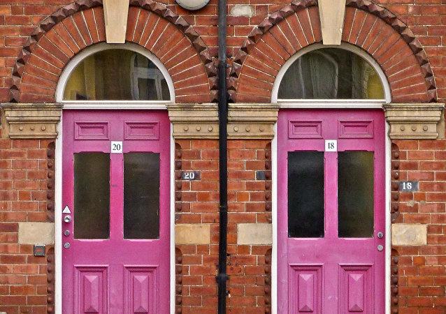 deux portes roses