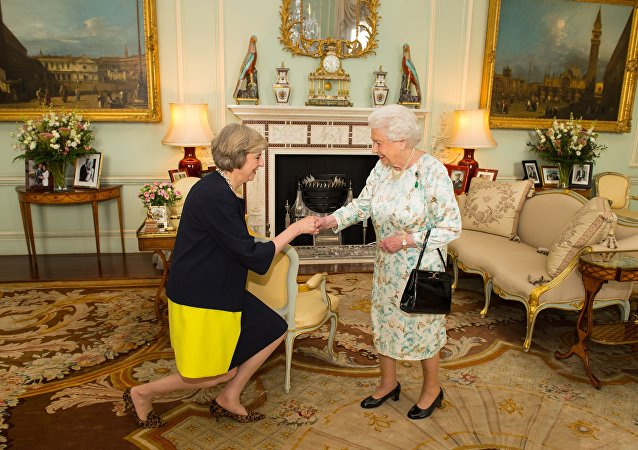 Elisabeth II et Theresa May