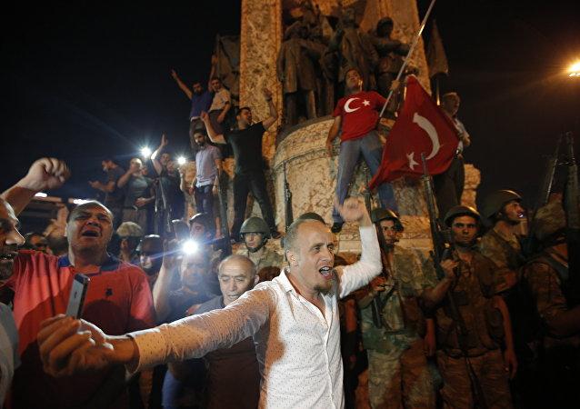 Des milliers de personnes dans les rues d'Ankara