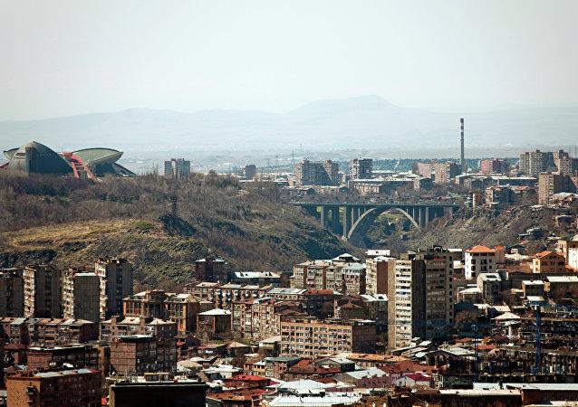 Arménie: des hommes armés prennent d'assaut un commissariat de la capitale