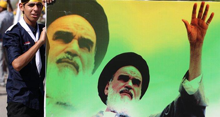 Portrait de l'ayatollah iranien Khomeini, décédé en 1989