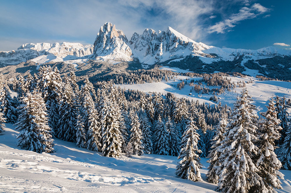 Les Dolomites sont un massif des Préalpes orientales méridionales qui s'élèvent en Italie. Le massif est inscrit au patrimoine mondial de l'Unesco.