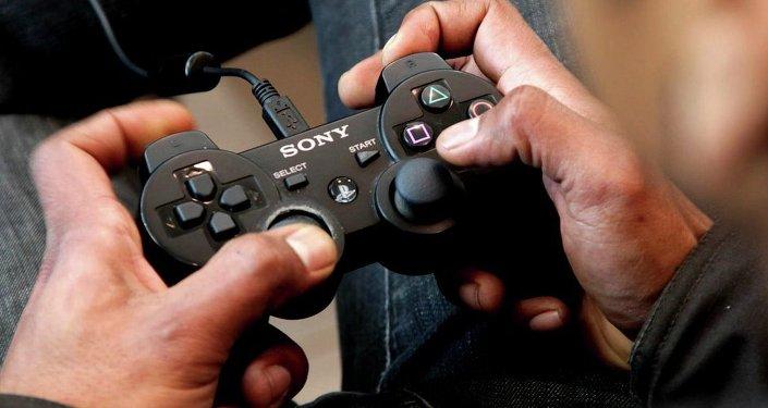 En jouant au jeu vidéo