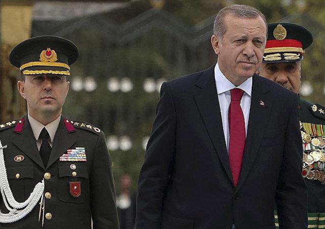 Recep Tayyip Erdogan (à droite)