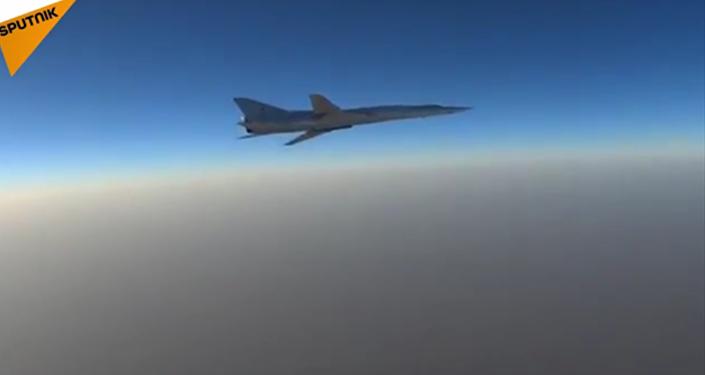 Six bombardiers russes frappent des cibles terroristes en Syrie