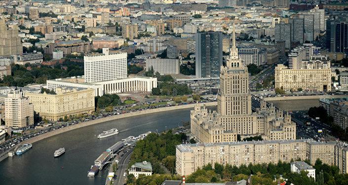 Les gratte-ciel staliniens vus depuis le ciel