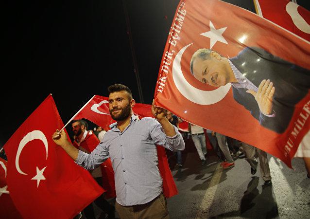 La Turquie ouvre un pont au-dessus du détroit du Bosphore