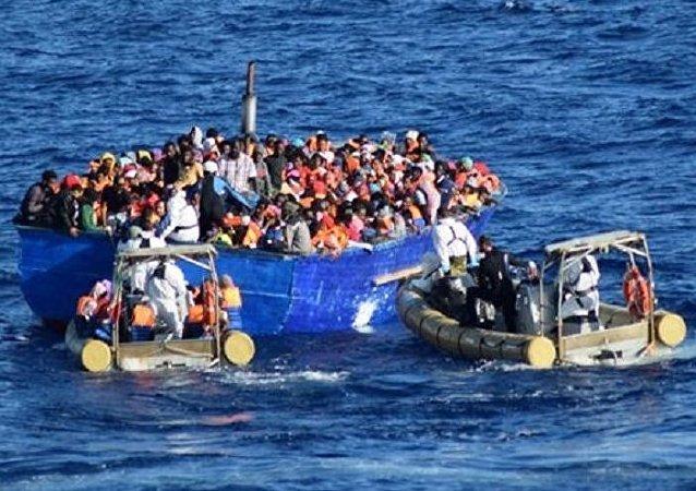 Opération de sauvetage de migrants dans le canal de Sicile