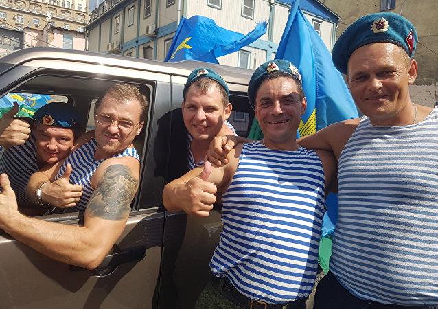 Le 2 août, la journée où la virilité bat son plein en Russie