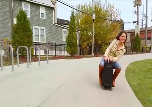 Une nouvelle façon de voyager: montez votre valise!
