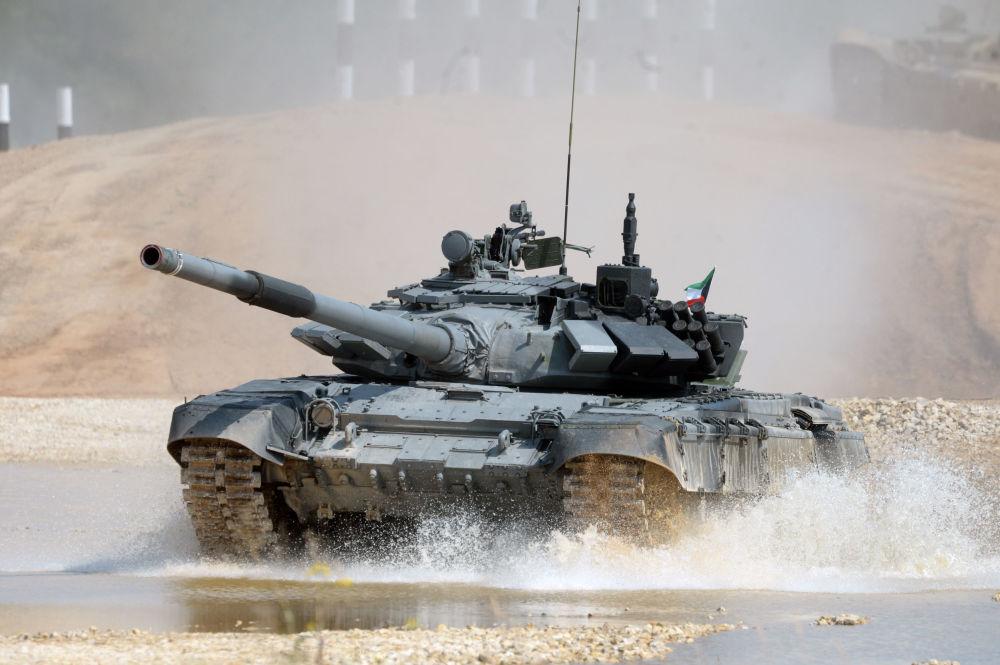 L'équipage du char T-72B3 de l'armée koweïtienne lors du biathlon en char d'assaut à Alabino
