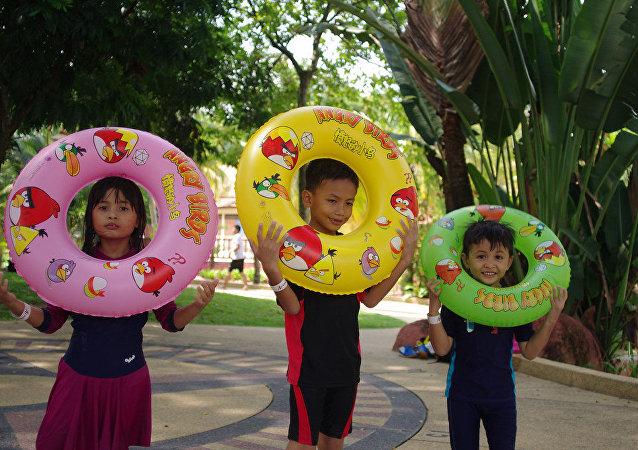 Les enfants dans un parc aquatique