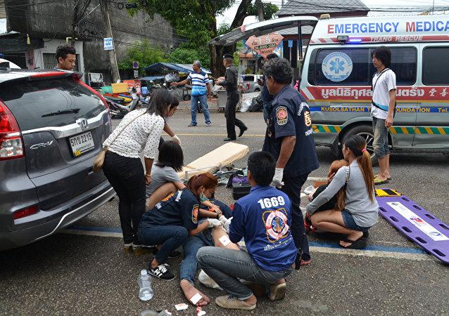 Des blessés reçoivent des soins d'urgence après des explosions en Thaïlande