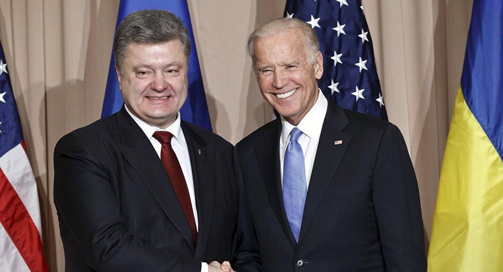 Joe Biden (à droite) et Piotr Porochenko (archives)