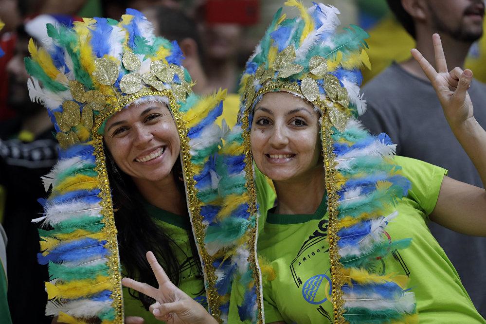 JO de Rio: les supporters lors du carnaval brésilien du sport