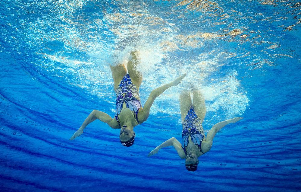Svetlana Romashina et Natalia Ishchenko (Russie) participent aux compétitions de natation synchronisée lors des Jeux olympiques de Rio