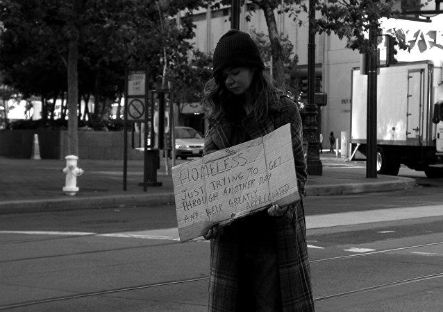 Une femme sans-abri