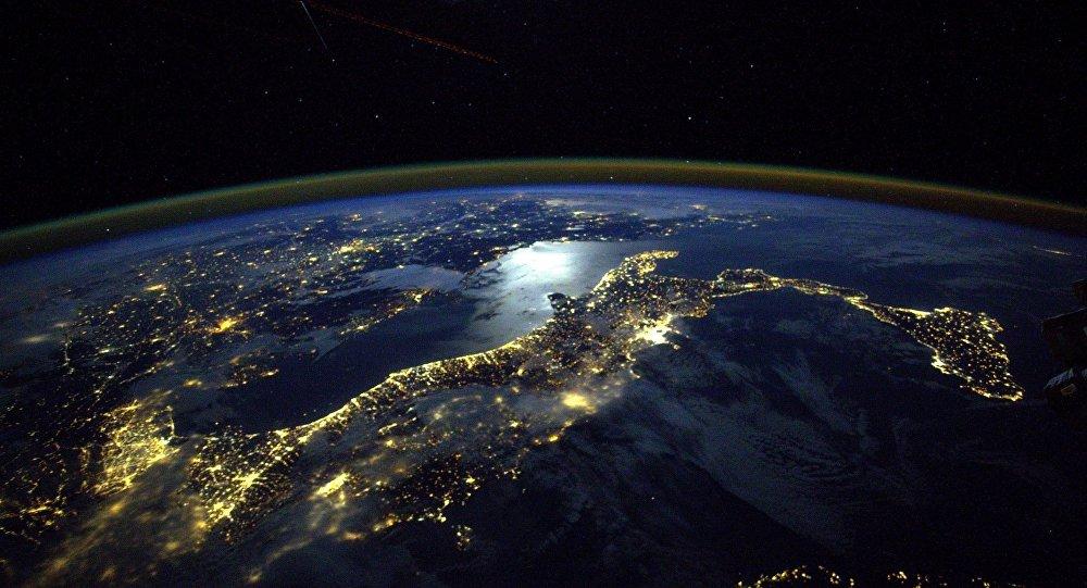 Vue sur l'Italie depuis l'espace cosmique