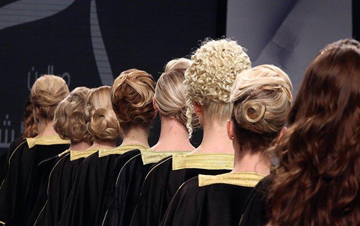 Les salons de beaut de duba cherchent des poux dans la for Salon de coiffure dubai